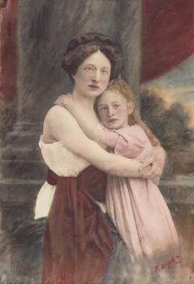 Julia Rols de Rop with daughter, Ghislaine