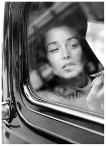 dorian-leigh-photographed-by-her-sister-suzy-parker-vogue-august-1-1954-suzy